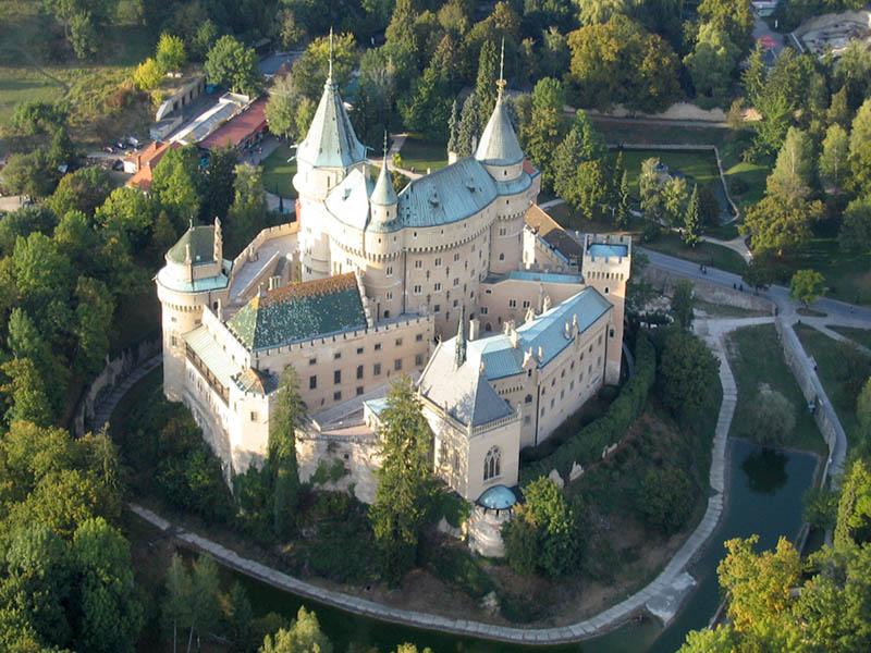 http://www.slovanet.sk/rekreacnydom/pic/bojnickyzamok.jpg